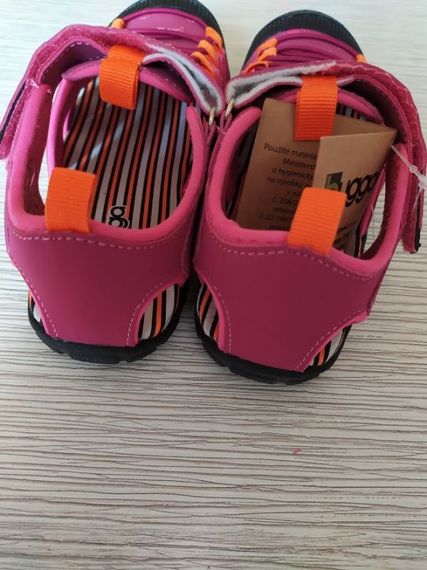 Спортивные сандалии с прорезиненным носком Bugga розовые девочке